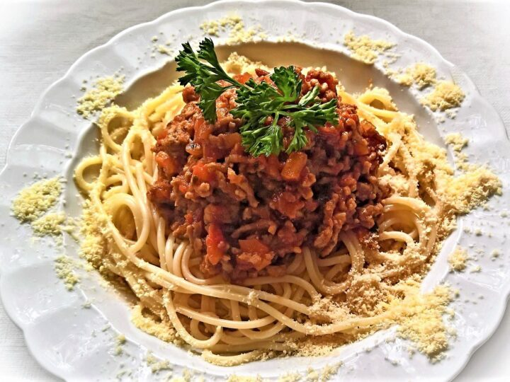 Μακαρόνια με αυθεντική σάλτσα μπολονέζ