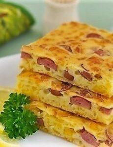 Eύκολη πίτα με τυρί και λουκάνικα